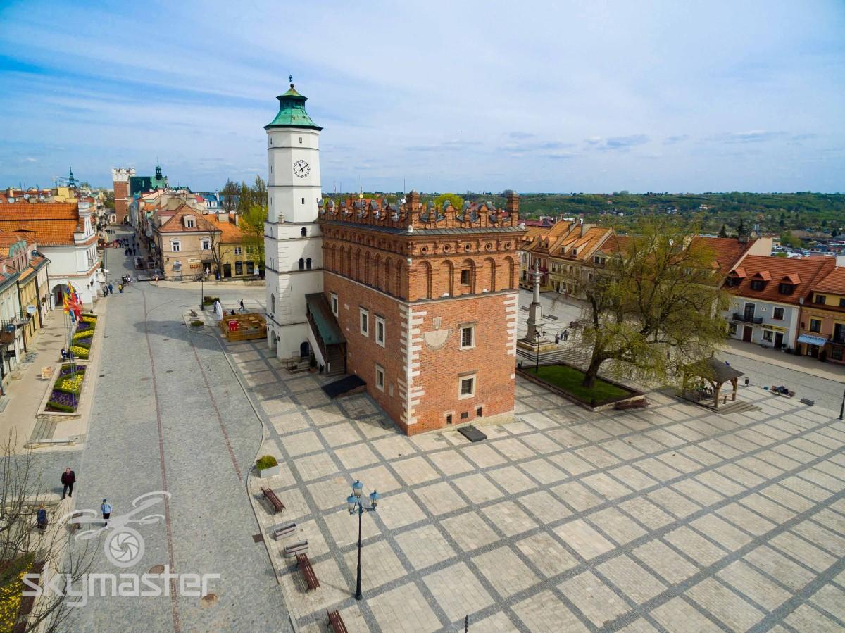 Sandomierz Ratusz zdjęcia z drona