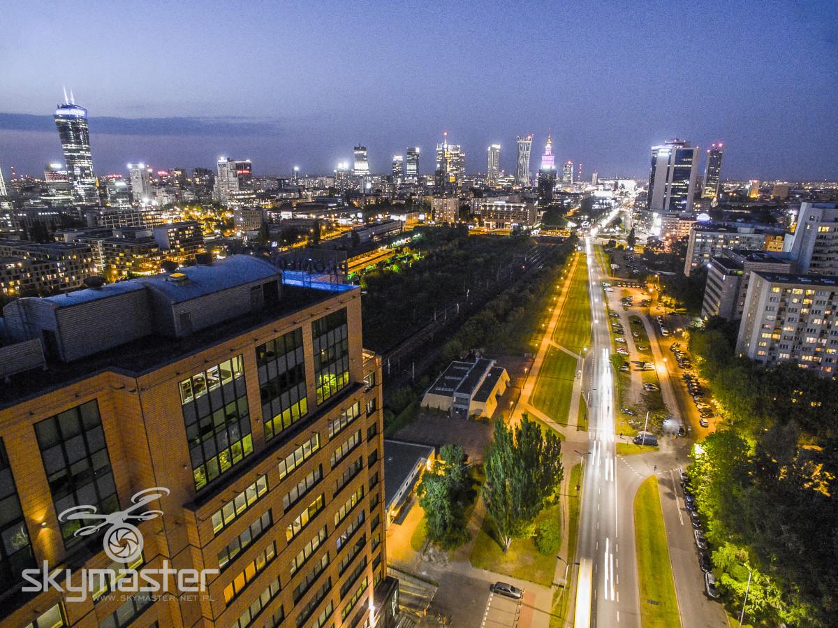 Warszawa nocą zdjęcia z drona